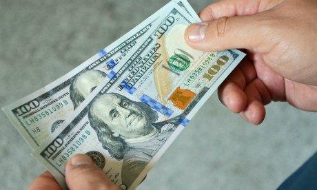 Стоит ли покупать доллары: как не проиграть на курсе валют?