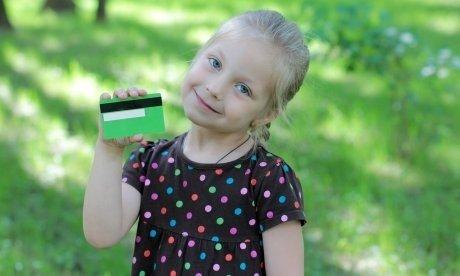Банковская карта для ребенка: преимущества и функционал